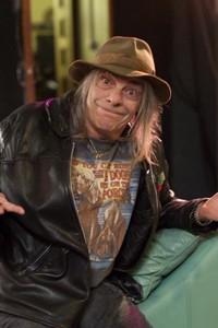 Former Motorhead Guitarist Wurzel Dead At 61