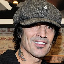 Tommy Lee Settles Lawsuit With Former Assistant