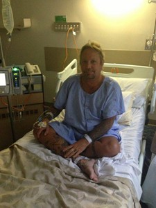 Vince Neil Recovering From Kidney Stone Surgery
