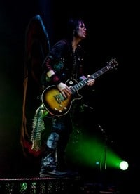 Keri Kelli Offering One-On-One Guitar Lessons On Alice Cooper Tour