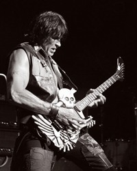 George Lynch To Premiere Custom Art/Carved Guitars