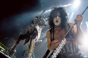 KISS Continue To Raise Money For Wounded Military Personnel On Current Tour