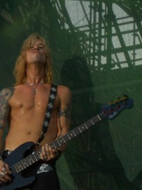 Ex-Guns N' Roses Bassist Duff McKagan Leaves Jane's Addiction