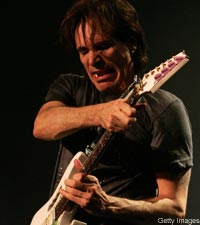 Steve Vai Recalls Wild Days With David Lee Roth