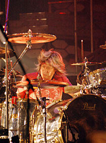 Loudness Drummer Munetaka Higuchi Loses Battle With Cancer
