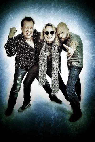 rock-wolves-photo-2