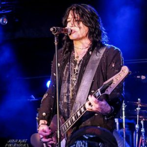 Tom Keifer and L.A. Guns (feat. Phil Lewis and Tracii Guns) live in Medina, MN, USA Concert Review
