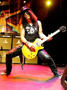 Slash Talks About Tour With Ozzy, Velvet Revolver's Singer Search And Axl Rose's Latest Accolade