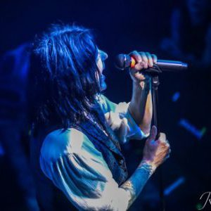 L.A. Guns (feat. Phil Lewis and Tracii Guns) w/ opener Rough Cutt live in Portland, OR Concert Review