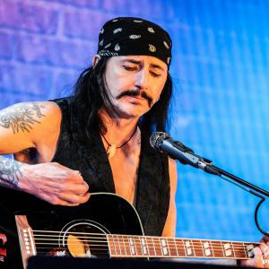 Phil Lewis of L.A. Guns (feat. Lewis and Guns) stream via Monsters of Rock Cruise Concert Review