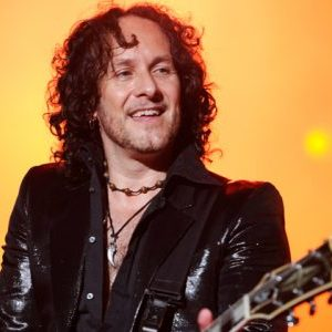 Vivian Campbell thinks that Ronnie James Dio was very fearful of his wife / manager Wendy Dio