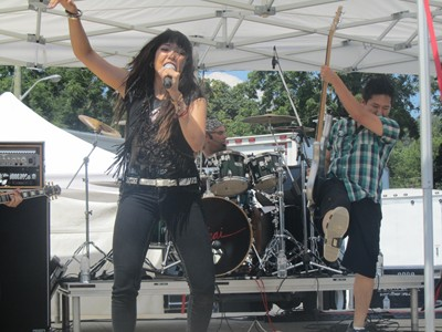 J'Nai live in Dundas, Ontario